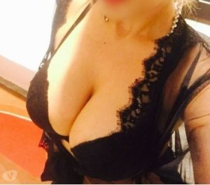 Liva cougar escorts in Elizabethtown